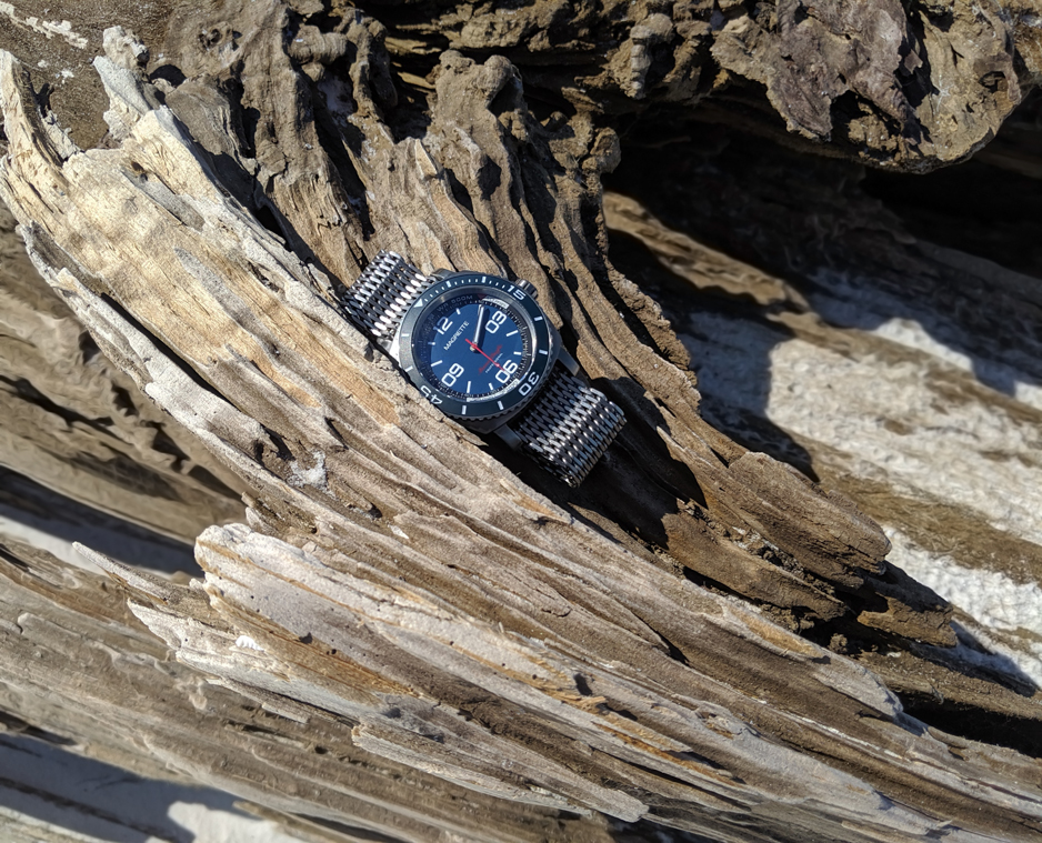 Magrette Moana Pacific Professional Kara wristwatch on beach